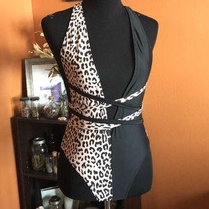 Deep v leopard bikini- s
